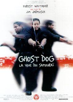 Ghost Dog-La voie du samouraï :Ghost Dog est un tueur professionnel qui se fond dans la nuit et se glisse dans la ville. Quand son code moral est trahi par le dysfonctionnement d'une famille mafieuse qui l'emploie de temps à autre, il réagit strictement selon le code samouraï.