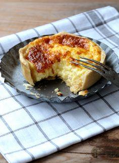 Ramequin au fromage ou tarte salée au gruyère Suisse | On Dine chez Nanou