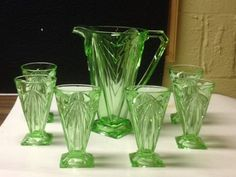Vintage green (No pattern 'Pyramid' made by Indiana Glass; 9 pitcher and 6 tumblers Vaseline Glass, Antique Glassware, Art Deco Glass, Glass Pitchers, Indiana Glass, Fenton Glass, Glass Company, Vintage Dishes, Carnival Glass