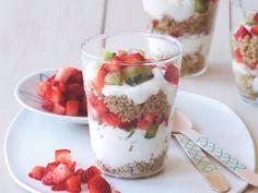 Get Katie Lee's Strawberry Kiwi Quinoa Breakfast Parfait Recipe from Food Network Dash Diet Breakfast Recipe, Healthy Breakfast Snacks, Quinoa Breakfast, Breakfast Dishes, Breakfast Parfait, Breakfast Recipes, Eat Healthy, Breakfast Ideas, Healthy Breakfasts