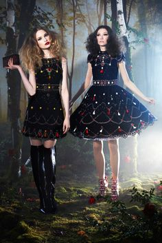 Brand : Alice + Olivia Season : Fall/Winter 2014 Ready-to-We [출처] Alice + Olivia 앨리스 + 올리비아 : Fall/Winter 2014 Ready-to-Wear New York |작성자 킴