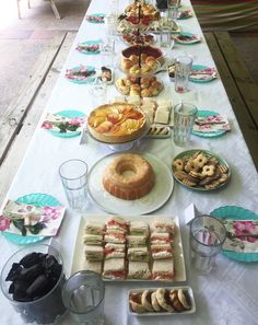 Ideas para cumpleaños y la hora del té. El domingo le celebramos el cumpleaños a mi mamá y mi hermana y cocinamos muchas cosas: receta de galleta con mermelada, receta de kutchen de durazno, receya de mini tartaletas de frutillas y mucho más.