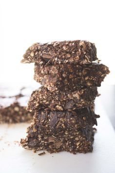no bake chocolate peanut butter protein bars - Smart Nutrition with Jessica Penner, RD No Bake Protein Bars, Peanut Butter Protein Bars, Vegan Protein Bars, Healthy Protein Snacks, Protein Bar Recipes, Protein Cake, Healthy Bars, Protein Powder Recipes, Protein Cookies