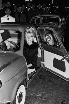 Miss Brigitte Bardot VESPA 400