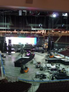 Loading in Taylor Swift's stage #CLAevents #ColonialLifeArena #FamouslyHot #ColumbiaSC #SCTweets #CLAambassador #Gamecocks