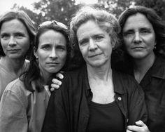 Asérie As irmãs Brown édesenvolvida há mais de 40 anos pelo fotógrafo norte-americano Nicholas Nixon. A ZUM #10 publica a série na íntegra, acompanhada de uma entrevista de Nixon a Sarah Meister, curadora de fotografia do MoMA, em que o artistaexplica o desenvolvimento das imagens, reflete sobre a passagem do tempo e analisa a individualidade…