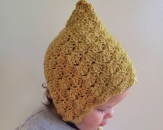 Here it is, a pattern as requested by so many.     Once again, its taken me forever to get around to sharing this sweet little bonnet p...