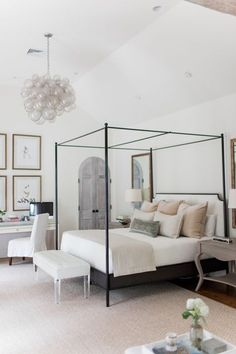 Grand master bedroom design with canopy bed | Summer House Design