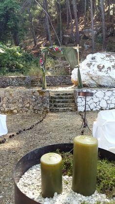 αψιδα γαμο / wedding arch for woodland wedding by Gourioti Flowers