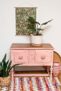 This antique buffet is painted in a mix of Annie Sloan Scandinavian Pink and Cream with a wet blend effect. White Wax seals off the whole piece. Painted Furniture, Colorful Dresser, Pink Painted Furniture, Pink Cabinets, Chalk Paint Furniture Dresser, Pink Chalk, Painted Furniture Designs, Pink Furniture, Chalk