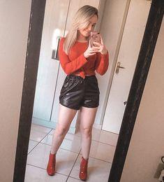 Opção de look com Bota Vermelha. Leather Skirt, Instagram, Skirts, Fashion, Red Boots, Colors, Outfits, Moda, Skirt