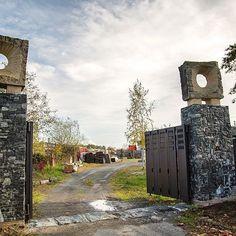 🌅 / The main stone gate entrance. Garden Architecture, Stone Sculpture, Entrance Gates, Land Art, Big Ben, Oasis, Park, Building, Travel