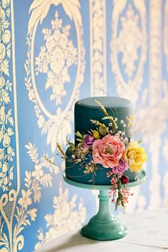Amy Swann makes stunning handcrafted wedding cakes. She is known for her signature decorative floral wedding cakes. Bolo Floral, Floral Cake, Gorgeous Cakes, Pretty Cakes, 60th Birthday Cakes, Floral Wedding Cakes, Just Cakes, Wedding Cake Inspiration, Wedding Ideas