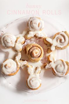 Bunny Cinnamon Rolls | easy adaptation to the traditional breakfast treat for Easter.