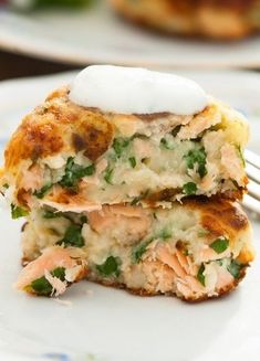 Soft and fluffy on the inside, crispy on the outside these salmon cakes with chive and garlic sauce is a delicious and inexpensive treat! Canned Salmon Recipes, Fish Recipes, Seafood Recipes, Dog Food Recipes, Cooking Recipes, Crockpot Recipes, Salmon Fish Cakes, Baked Salmon, Gourmet Chicken