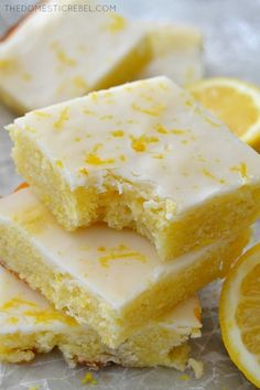 Fudgy Lemon Brownies These Glazed Fudgy Lemon Brownies are incredible! Soft, chewy, moist, fudgy and packed with fresh lemon flavor! Just Desserts, Delicious Desserts, Yummy Food, Desserts With Lemon, Lemon Dessert Recipes, Healthy Lemon Desserts, Recipes With Lemon, Dairy Free Desserts, Lemon Ideas