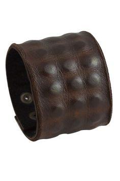 Bracciale largo in pelle per gli uomini, cuoio grezzo grosso bracciale, braccialetto fatto a mano in pelle marrone maschile con Texture della pelle di alligatore di bkkjewelrycom su Etsy https://www.etsy.com/it/listing/214959072/bracciale-largo-in-pelle-per-gli-uomini