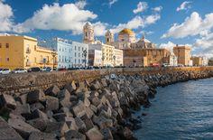 Hoy en día Cádiz es conocida sobre todo por su larga e influyente historia. no sólo en el ámbito nacional sino también por su importancia en procesos como las guerras púnicas, la romanización de Iberia, el descubrimiento y conquista de América o la instauración del régimen liberal en España con su primera constitución.