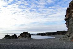 Travel etiquette for Iceland.  The black-sand beach at Djúpalónssandur. Image by Almir de Freitas / CC BY 2.0