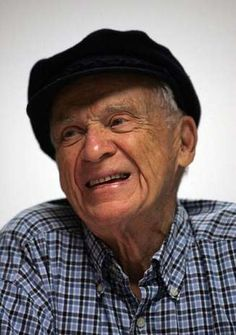 Beloved Detroit Tigers Hall of Fame broadcaster and legend Ernie Harwell. He was without a doubt one of the greatest broadcasters ever Detroit Sports, Detroit Tigers Baseball, Detroit Michigan, Baseball League, Baseball Boys, Old English D, Detriot Tigers, Kirk Gibson, Tiger Stadium
