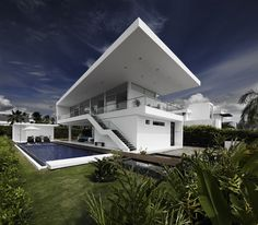 Modern home in Colombia. More pictures: http://www.worldofarchi.com/2013/05/modern-home-with-sharp-lines-lifts-up.html