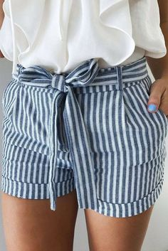 striped shorts ideen for teens frauen shorts outfits Mode Outfits, Casual Outfits, Fresh Outfits, Casual Shorts, Women's Shorts Outfits, Female Outfits, Grunge Outfits, Short Outfits, Looks Style