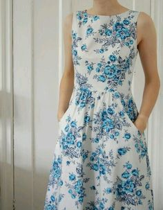 Simplicity 2591 - hand-finished lap zipper - love this shape Diy Fashion, Fashion Dresses, Casual Dresses, Summer Dresses, Summer Dress Patterns, Moda Fashion, Fashion Sewing, Dresses Dresses, Fashion Clothes