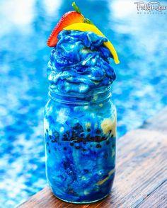 FullyRaw Blue Smurf Banana Nice Cream! ✌️✨ Frozen blended bananas and coconut…