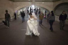 Cosa ci fa esattamente una sposa dentro una stazione della metro? - Reuters Mermaid Wedding, Lace Wedding, Wedding Dresses, Fashion, Bride Dresses, Moda, Bridal Gowns, Fashion Styles, Weeding Dresses