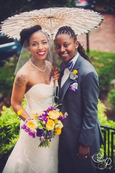 Classy and chic! LOVE her bouquet! #dearlybeloved
