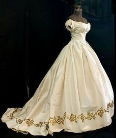 This Victorian style ball gown would be AMAZING for any bride wanting a period style gown!!!