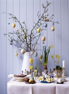 10 Beautiful DIY Spring Home Decorations For Inspiration How to create a spring decoration at home? What kind of typical elements that can be presented to make the house feel like in the atmosphere of spring. Easter Tree, Easter Bunny, Easter Eggs, Easter Wreaths, Diy Spring, Spring Home Decor, Easter Table Decorations, Easter Decor, Easter Ideas