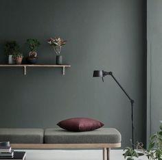 Dark Green Velvet Ottoman Leather Tufted Interior Paint Color For Minimalist Living Room With Furniture - Roshak Estilo Interior, Interior Styling, Interior Decorating, Interior Design, Color Interior, Interior Paint, Simple Interior, Contemporary Interior, Interior Architecture