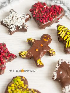 Sweet and flavourful Vegan & Gluten-free Christmas Chocolate Gingerbread cookies!!! No baking required and there is no added sugar in the recipe. These cookies are also decorated with naturally colourful healthy decorations so you really get the perfect wholesome Christmas cookies!