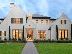 28 Beautiful Homes In Houston Ideas Beautiful Homes House Design House Styles