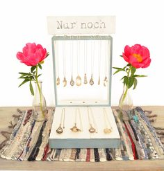 Upcycling: DIY craft show jewelry display