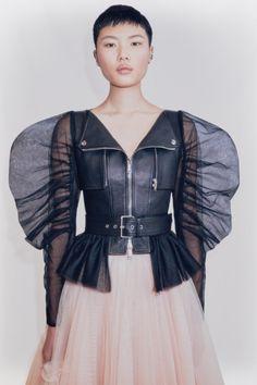 Look Fashion, High Fashion, Fashion Beauty, Fashion Show, Fashion Design, Alexander Mcqueen, Bustier Dress, Poplin Dress, Mannequins