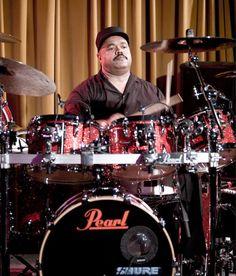 Drummerworld: Dennis Chambers