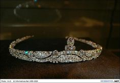 Bandeau tiara, Cartier Paris, 1919, set with old cut diamonds, wavy motif of stylized branches and leaves, the central motif with a pear shaped diamond on two round diamonds, 3.67 x 16.0 cm.