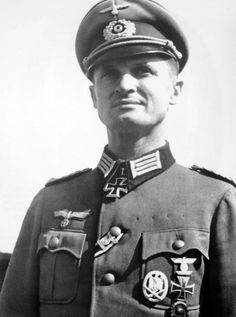 Oberleutnant Dr. Kurt Schroeder, commander of an Engineer battalion in Russia, May 5, 1942. This Knight cross winner also served in the First World War, evident from his EK1 and Wound badge.