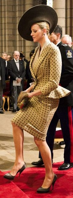 Princess Charlene of Monaco, supporter of the Special Olympics armani suit gold yellow Kelly Monaco, Monaco Charlene, Beauty Elegant, Elegant Woman, Royal Dresses, Nice Dresses, Grace Kelly, British Hats, Princesa Charlene