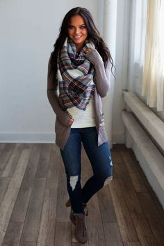 How to wear ankle boots with scarf - - Check out casual outfits for fall with ankle boots, fall fashion outfits, fashion fall outfits Source by pujaleon Cute Fall Outfits, Fall Winter Outfits, Autumn Winter Fashion, Outfits With Boots, Women Fall Outfits, Winter Clothes, Winter Layering Outfits, Brown Boots Outfit, Fall Outfits 2018