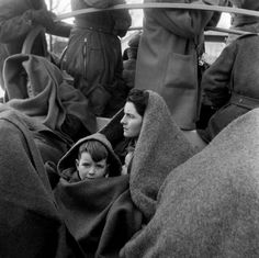 Evacuation of citizens during the North Sea flood, Stavenisse, 1953 - by Ed van Wijk - Dutch Delta Works, Pictures At An Exhibition, History Of Photography, Photography Magazine, The Time Machine, Documentary Photographers, North Sea, Historical Pictures, African American History