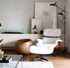 Order your White Eames Lounge Chair replica from Manhattan Home Design. A mid-century modern design classic, original design by Charles and Ray Eames. Home Furniture, Furniture Design, Furniture Chairs, Modern Furniture, Deco Design, Design Design, Modern Design, Home And Deco, Interior Design Inspiration