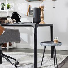Met kleinere meubels bepaal je de finishing touch van jouw interieur. De Karrara bijzettafel is hier perfect voor. De strakke looks passen perfect als handig tafeltje naast de bank, of juist tegen de wand als plantenstandaard. Mooi design van Zuiver.
