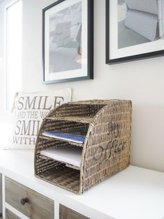 Organizador hecho de papel reciclado - Organizer made of recycled paper Cool Paper Crafts, Newspaper Crafts, Diy Paper, Paper Basket Weaving, Willow Weaving, Baskets On Wall, Storage Baskets, Pine Needle Crafts, Cardboard Recycling