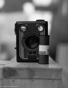 Old dutch brand fodorbox box camera, but made in germany Medium Format Photography, Vintage Cameras, Camera Lens, Lenses, Radios, Dutch, Germany, Art Deco, Black And White