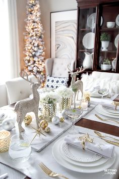 See my Styled and Set Christmas Table Decor Ideas tips on seating centerpiece ideas place setting ideas festive decor and more! Christmas Table Centerpieces, Christmas Table Settings, Christmas Tablescapes, Centerpiece Ideas, Holiday Tables, Christmas Place Setting, Christmas Table Set Up, Dining Table Decor Centerpiece, Xmas Table Decorations