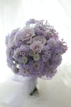 クラッチブーケ 薄紫 ヒヤシンスとライラックとスカビオサで : 一会 ウエディングの花