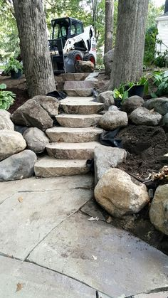 New landscape and hardscape installation by BLC! Irregular Bluestone full color…